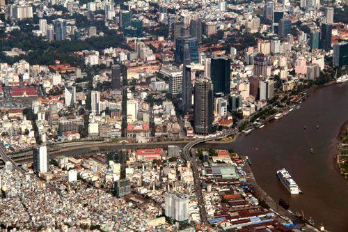 TP HCM có diện tích 2.096 km2, chiếm 0,6% diện tích và 8,56% dân số của cả nước; đóng góp gần 30% tổng thu ngân sách. Ảnh: Hữu Công